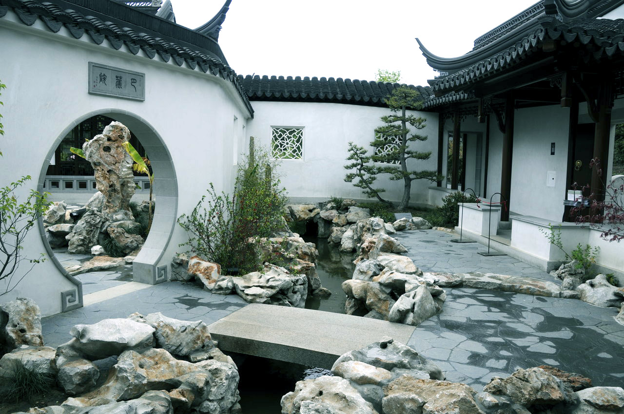 Interior courtyards for Chinese house design
