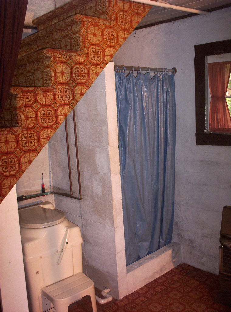by georgan gregg - Bathroom Designs Under Stairs