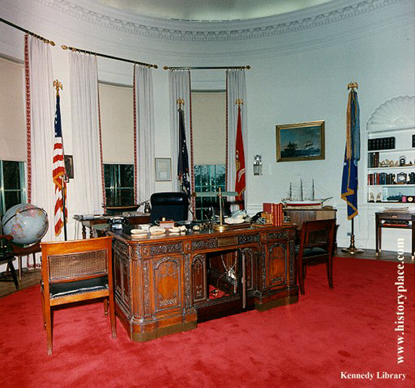 Oval office interior photos Oval office decor by president