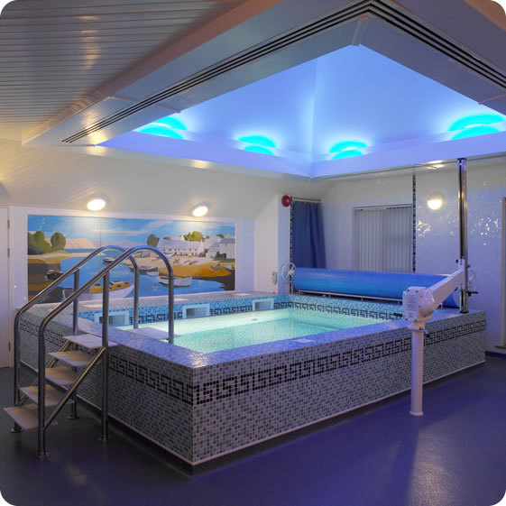 Indoor pools for Swimming pool room decor
