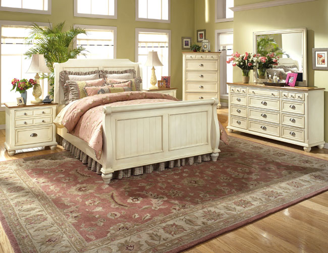Country cottage style bedrooms for Country bedroom furniture