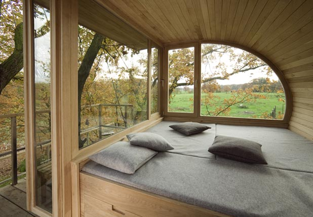 Great tree houses by baumraum for Inside treehouse ideas