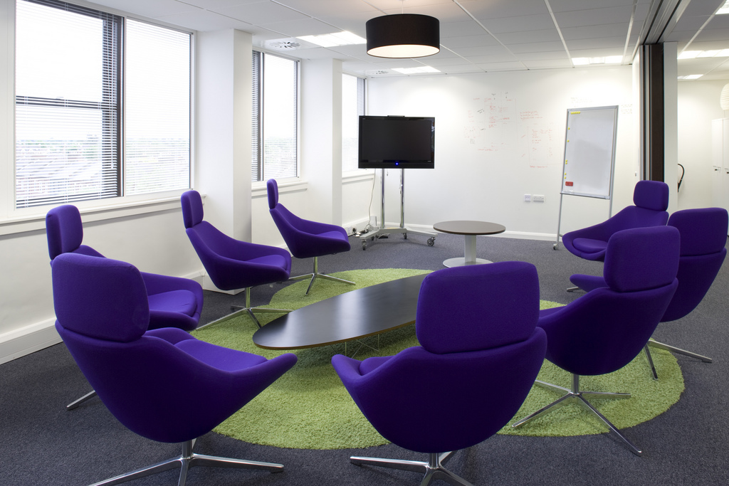 Office meeting room designs for Funky office designs