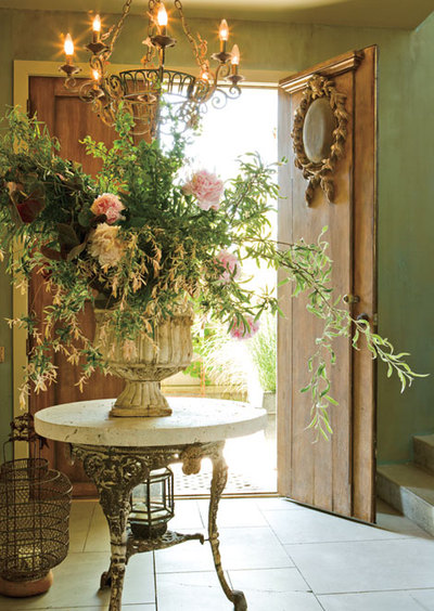 Foyer Table Flower Arrangements : Foyer design decorating tips and pictures