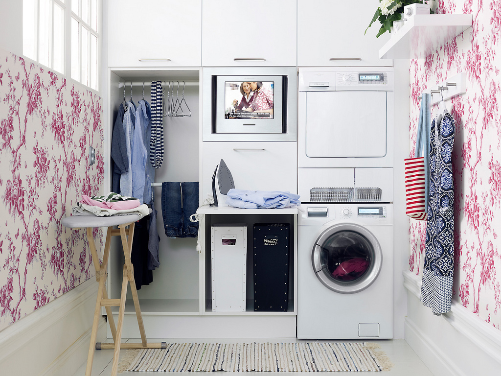 10 inspirasi desain ruang servis for Decorate a laundry room
