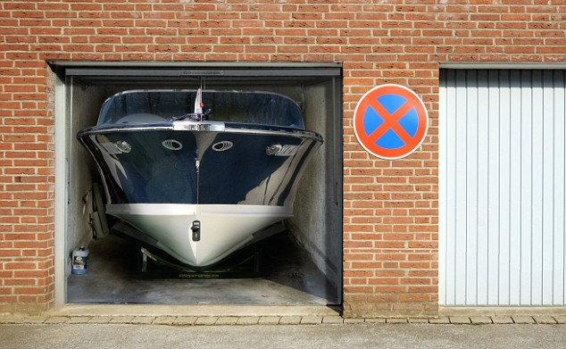 garage door design art. car picture & Amazing Garage Door Art!