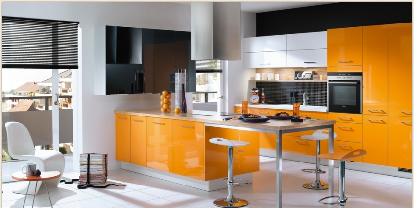 Orange kitchens for Kitchen sunmica design