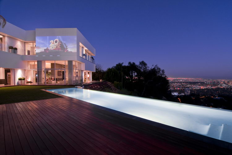 Spectacular home in hollywood nightingale house for Modern homes hollywood hills