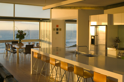 Stunning beach house by pete bossley for Contemporary beach house interior design