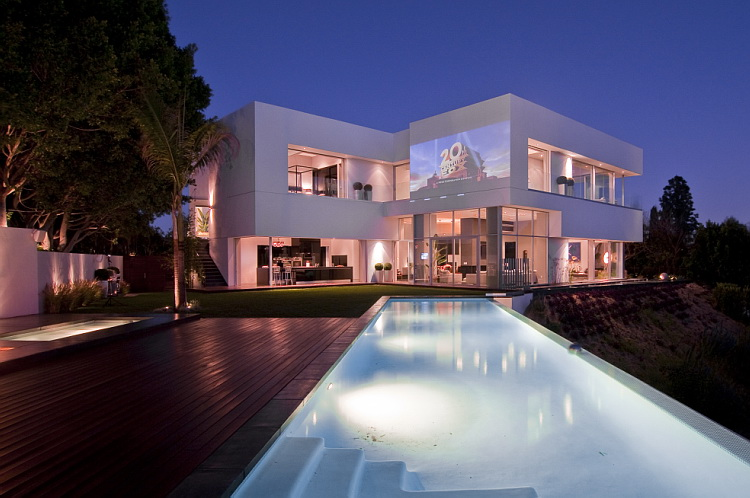 Spectacular home in hollywood nightingale house for Rich homes in california