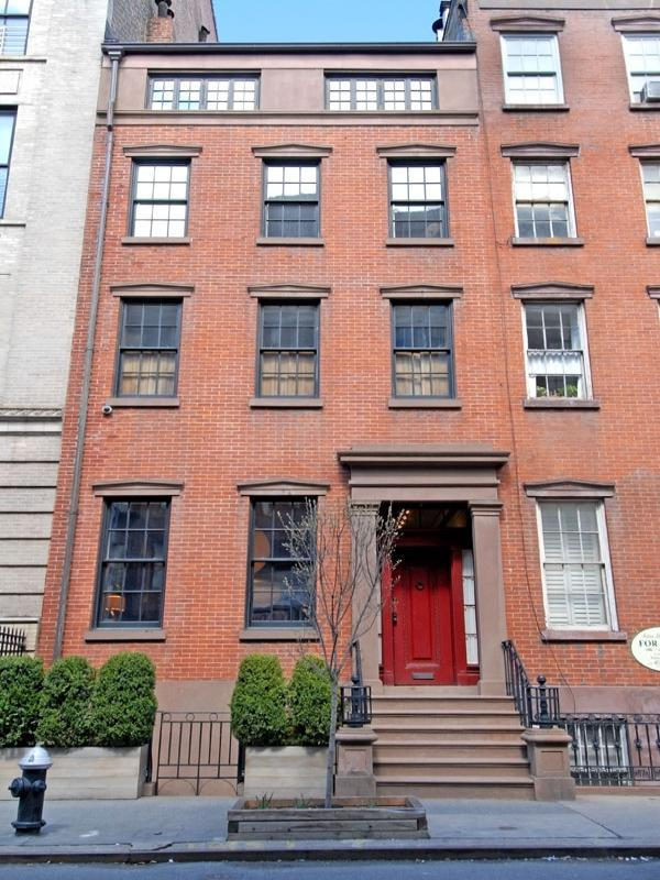 Julianne moore 39 s home in new york for Nyc townhouse for sale