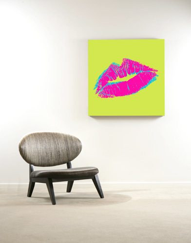 Kiss in green pink blue