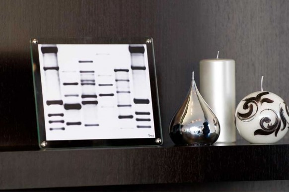 mini DNA black white