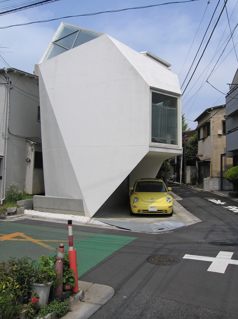 Cute space saving house in tokyo - Japan small room design ...