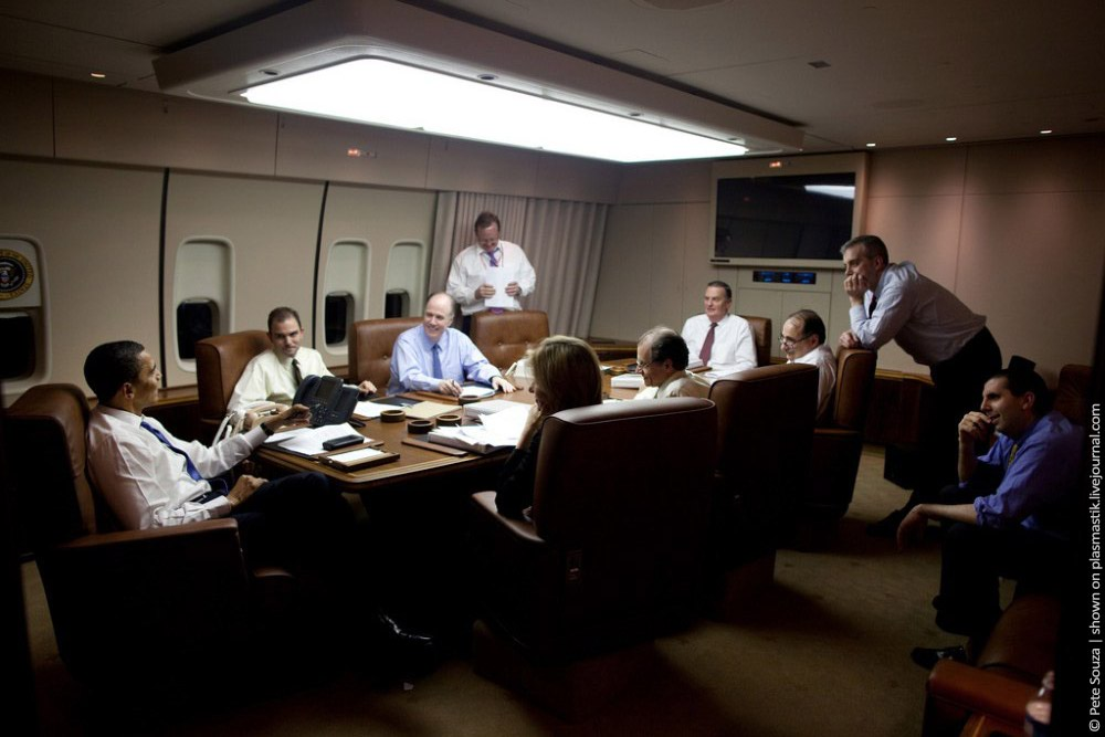 http://cdn.home-designing.com/wp-content/uploads/2009/11/Board-room-Air-Force-1.jpg