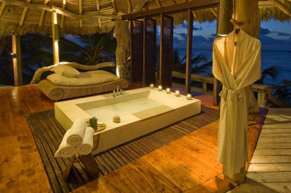 Private Island Seychelles - the bath