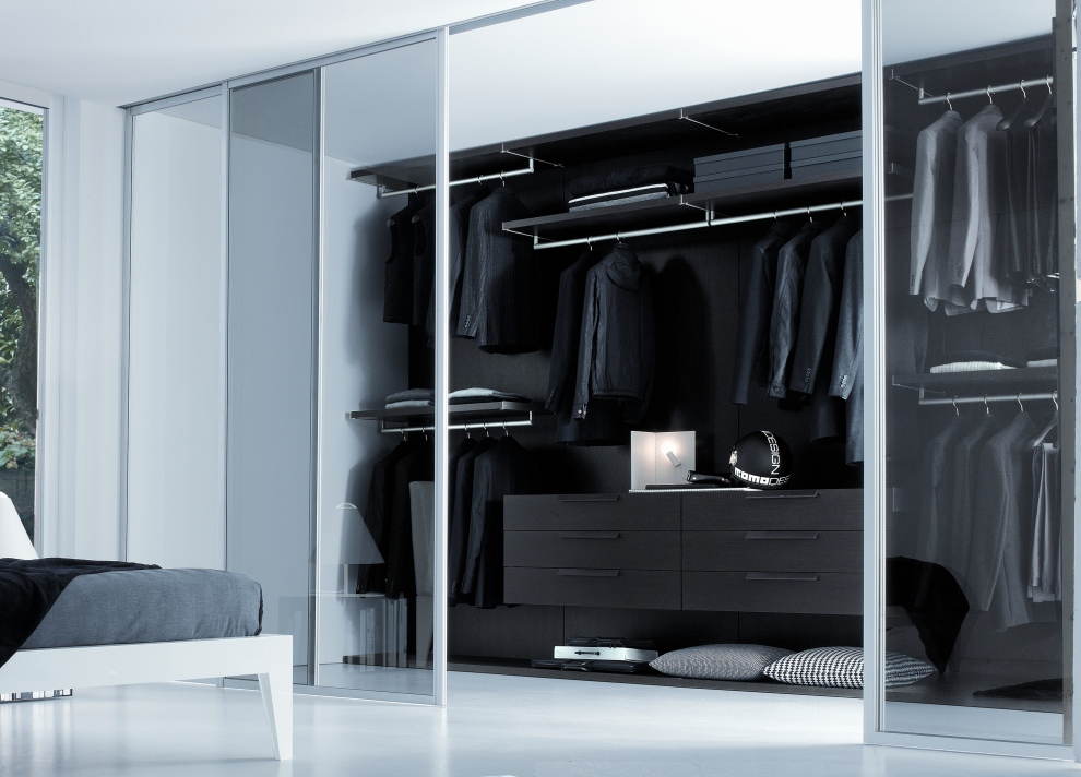 Bedroom closets and wardrobes for Bedroom built in wardrobe designs