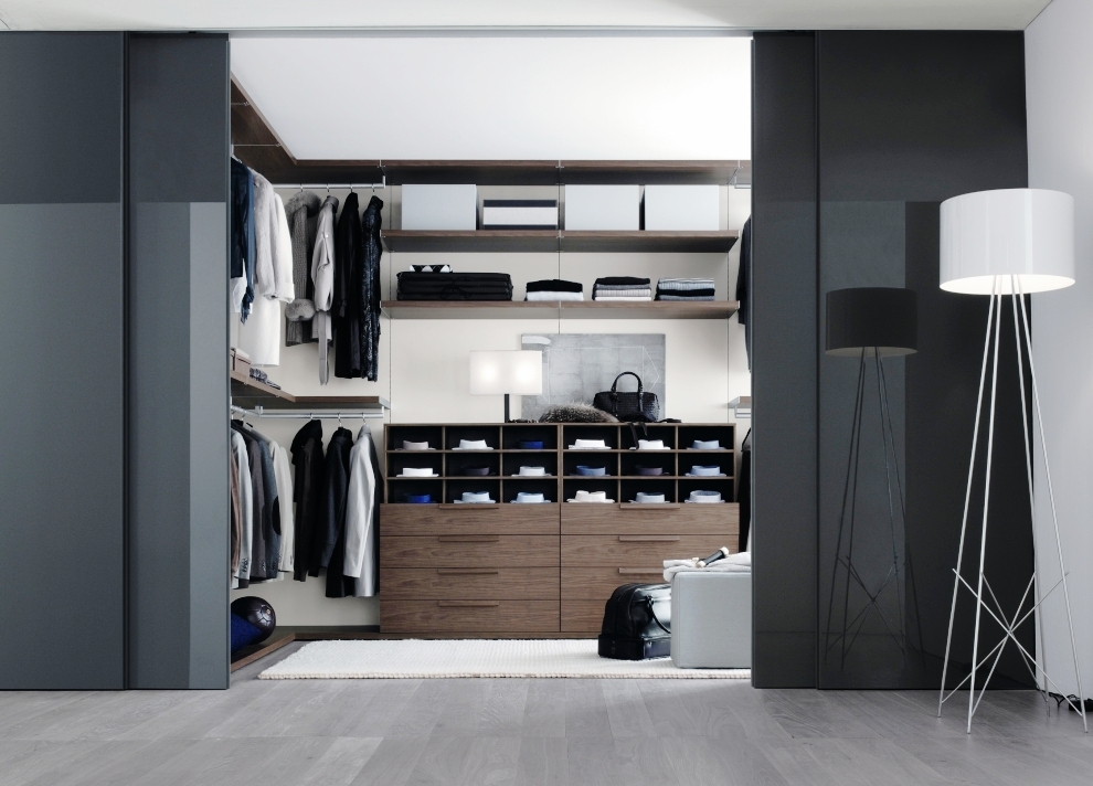 Bedroom closets and wardrobes for Designs for walk in closets