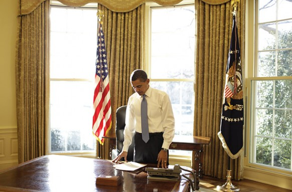 obama at his desk