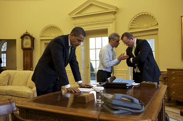 obama at work in the oval office