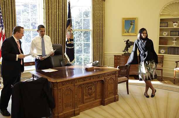 Obama With Michelle And Staff Member Walking Down A Whitehouse Corridor Oval Office Diningroom Interiors