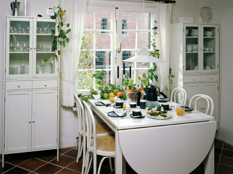 Cute and small dining spaces for Small dining ideas