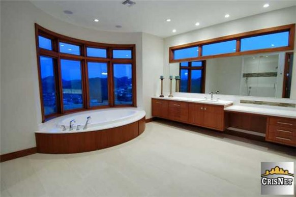 huge bath area