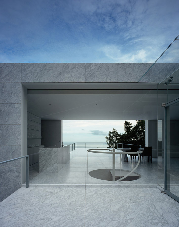 Japanese house with a sea view for Japanese minimalist architecture