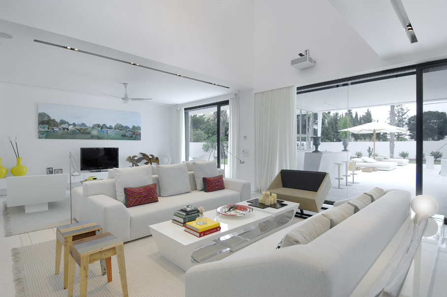 Bedroom chairs for small spaces bedroom chairs modern chairs - Beautiful All White House With Pool