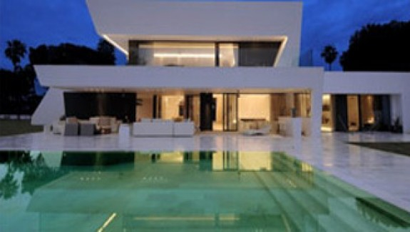 Beautiful All White House With Pool