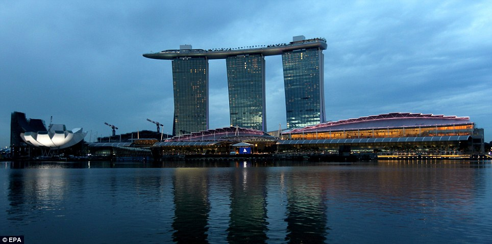 5 7 billion dollar resort that houses a 55 story high infinity pool - Marina bay sands resort singapore swimming pool ...