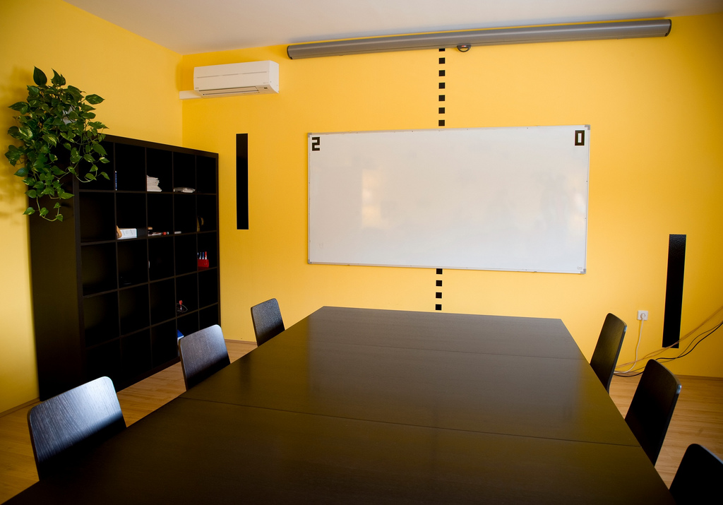 Colorful Offices of Creative Studio 3FS ~ 173749_office decorating ideas wall