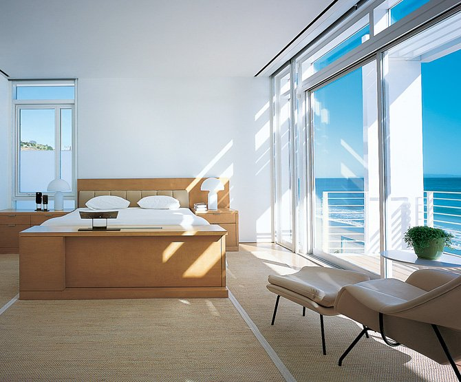 Beachfront house in california for Beach bedroom ideas pictures