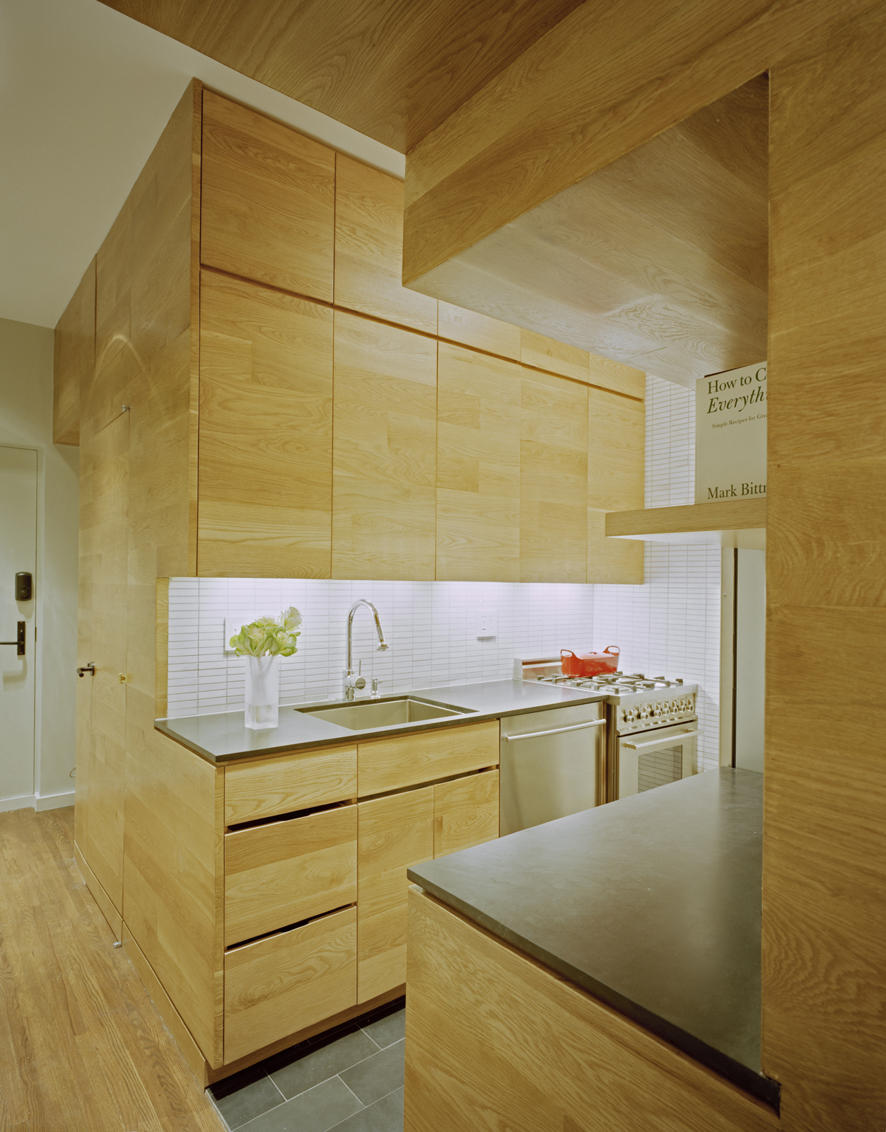 Space saving tiny apartment new york for Tiny apartment kitchen solutions