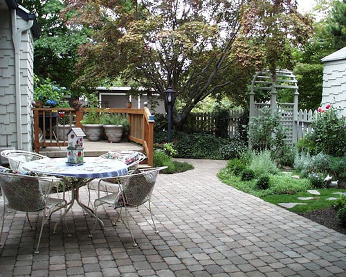Creating outdoor spaces for country living for Outdoor patio space ideas