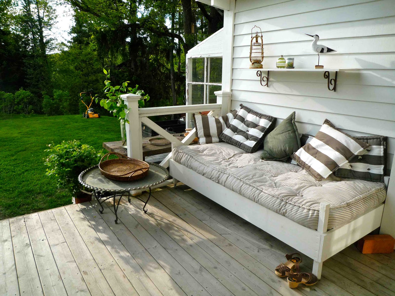 creating outdoor spaces for country living. Black Bedroom Furniture Sets. Home Design Ideas