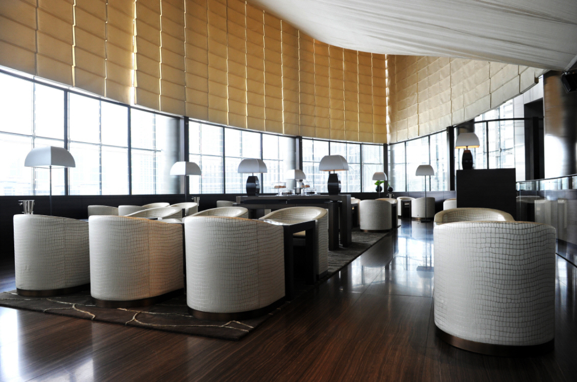 Interiors of armani hotel dubai burj khalifa for Lounge interior ideas