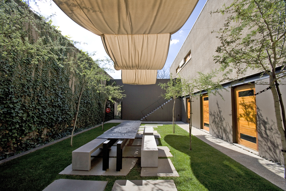 Courtyard design and landscaping ideas for Exterior house design for small spaces