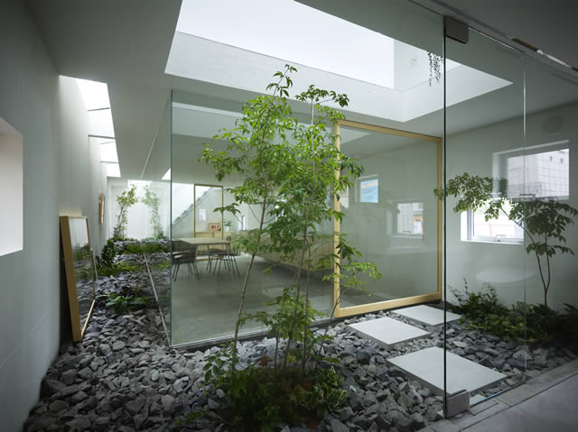 via · interior private courtyard : landscape-inside-house - designwebi.com
