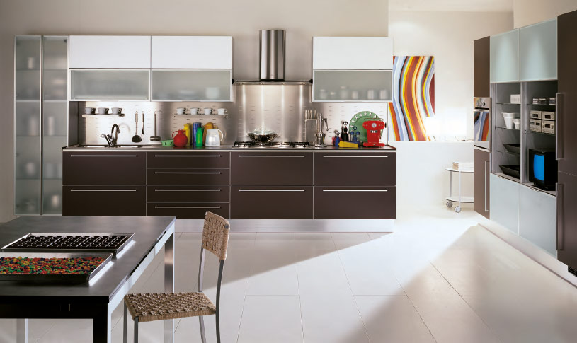 Modern style italian kitchens from scavolini for Italian kitchen cabinets