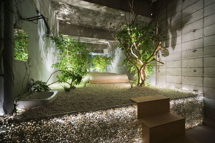Love themed hotel in tokyo for Indoor garden design pictures