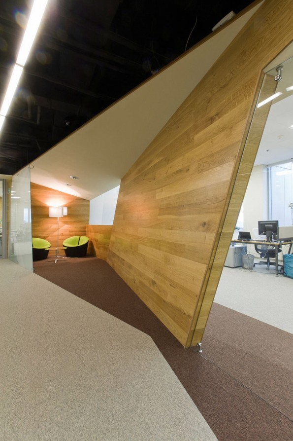 Russian web company yandex 39 s offices for Office interior partition design