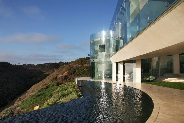 Gorgeous house on a hill top interior design ideas for Glass houses for sale in california