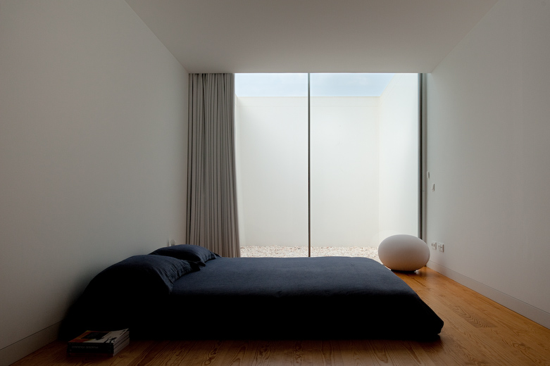 House with the simplest of forms for Deco minimaliste design