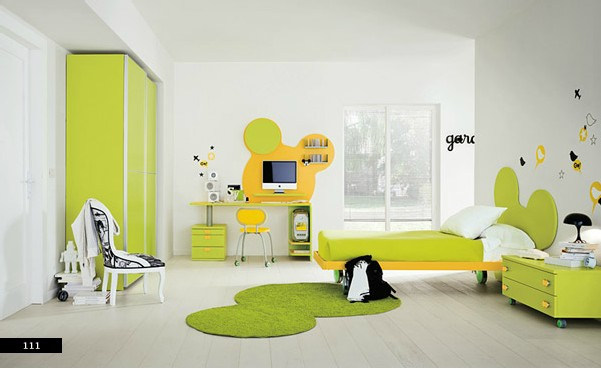 Stimulate kids 39 minds with fun design - Decoration mickey chambre ...