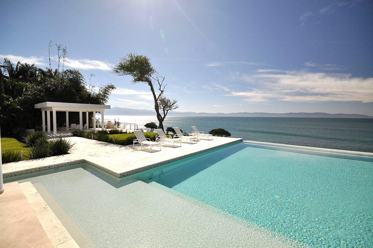 Casachina blanca white villa with sea view and pool for Pool design villa