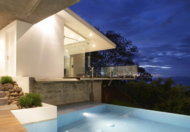 An infinity pool seems to further connects the house to the ocean just below.