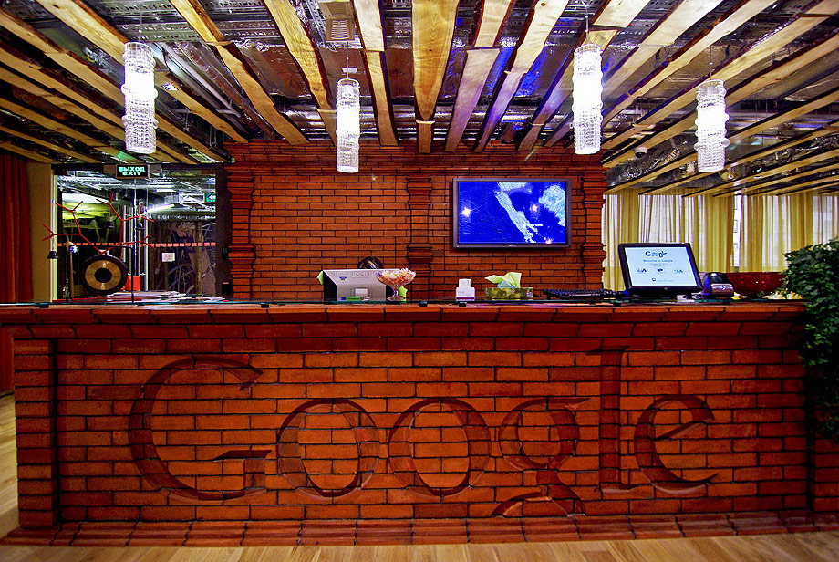Google russia office front desk interior design ideas for Front office interior design ideas
