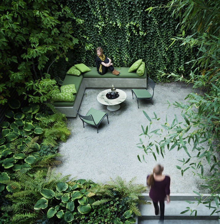 Urban Backyard Design : Rees designs both interiors and landscapes and this small backyard of
