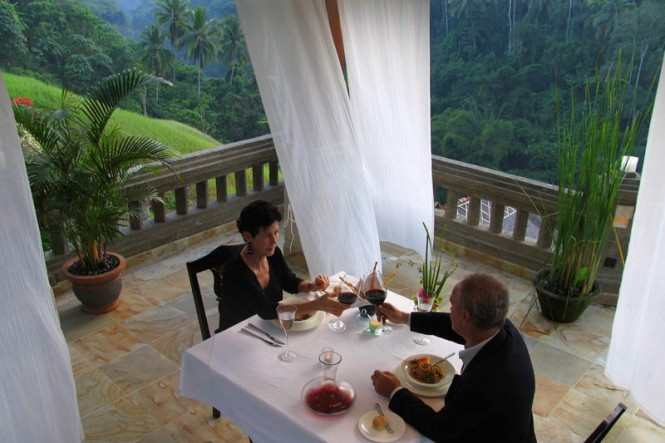 Enjoy a truly memorabl meal on the terraces of the Viceroy, with their stunning views.